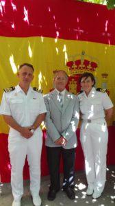Comandante CC.D. Enrique García y Segunda TN Dñº Anita Sanchez con directivo D. Jorge Fernandez